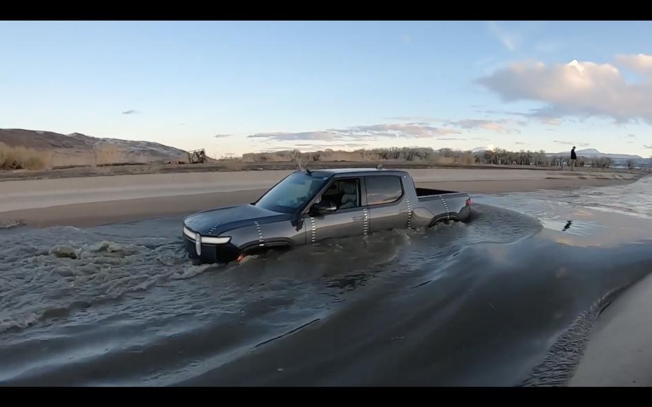 Ar elektromobiliai bijo vandens?