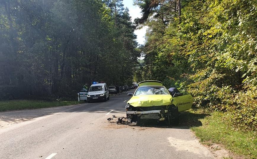 """Vilniuje jaunuolis sudaužė naują ,,BMW M4"""""""
